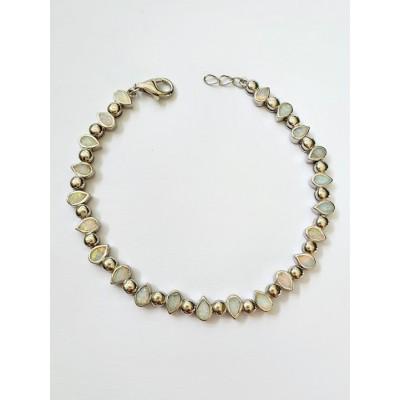 Strieborný náramok s bielym opálom 0015
